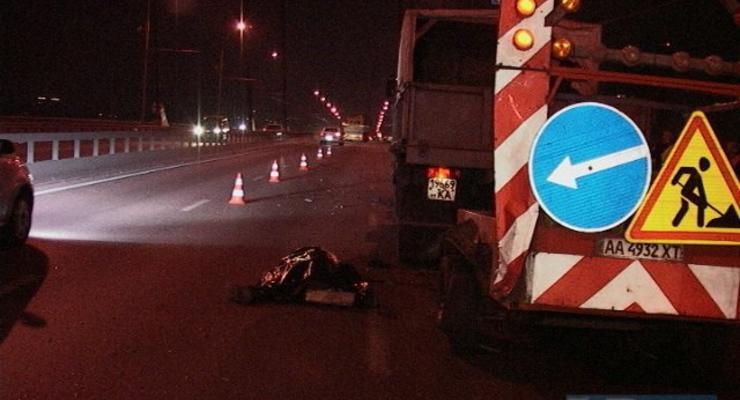 В Киеве пьяный на Mercedes задавил дорожного рабочего