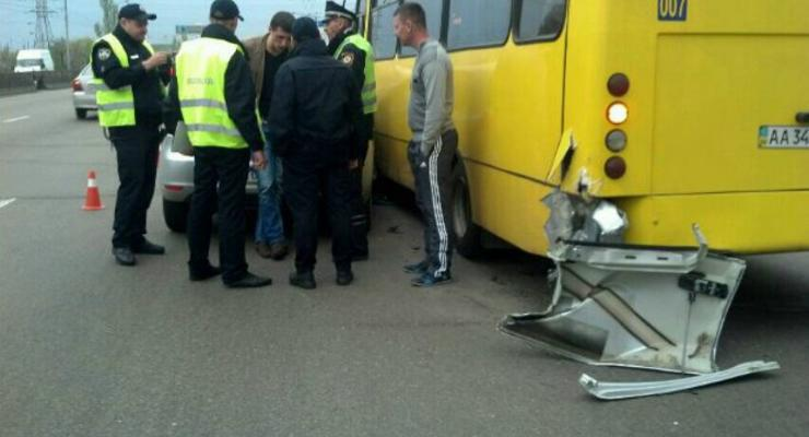 Пьяные сотрудники полиции устроили ДТП на проспекте Ватутина в Киеве