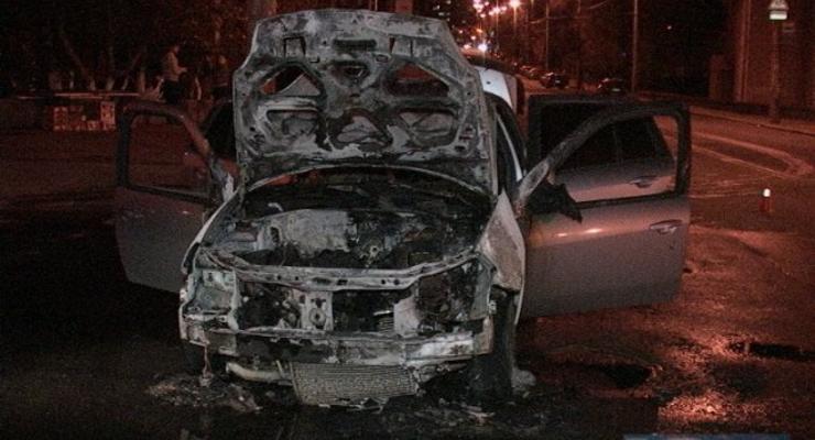 В центре Киева на ходу вспыхнул Renault