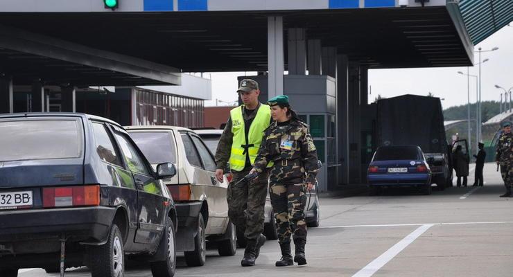 На границе Украины и Польши скопились очереди из сотен авто
