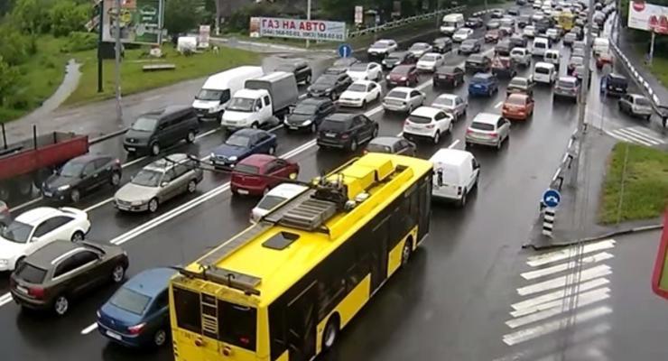 Центр Киева остановился в пробках из-за серии ДТП