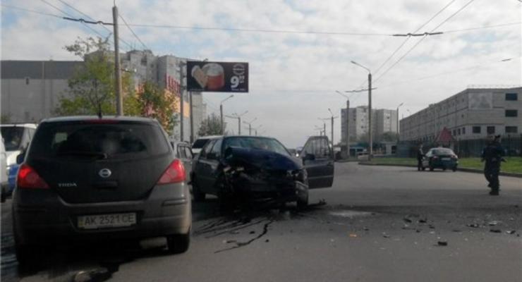 В Харькове в аварию попали три автомобиля
