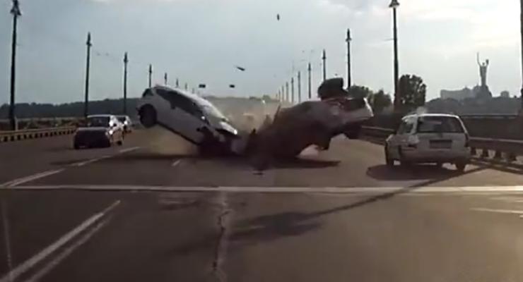 В сети появилось новое видео страшной аварии на мосту Патона