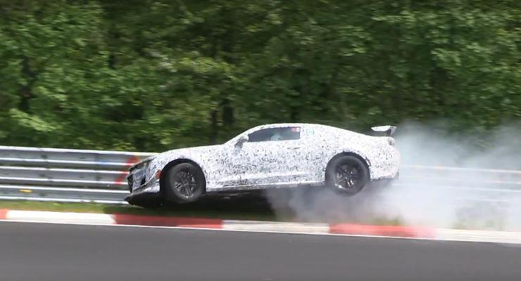 Прототип нового Chevrolet Camaro попал в аварию на Нюрбургринге