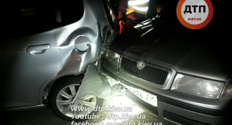 В Киеве в ночной аварии разбились пять авто