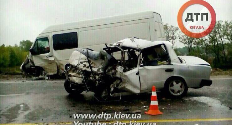 Под Киевом ВАЗ врезался в Volkswagen, водитель погиб