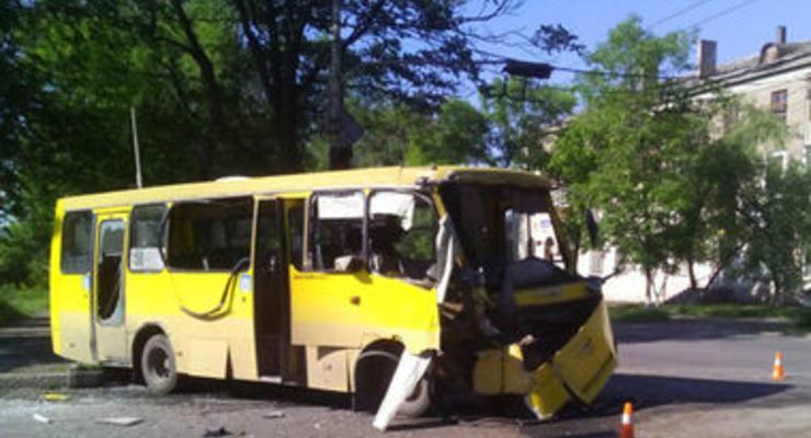 В Мариуполе военный автобус столкнулся с маршруткой