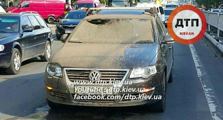 ЧП в столице: под Volkswagen взорвался люк