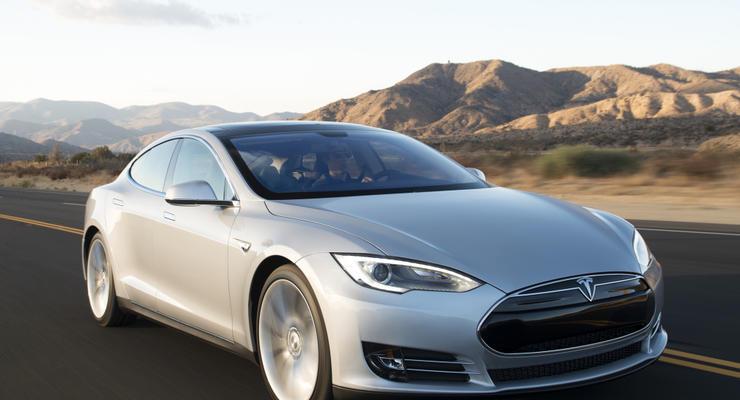 Водитель Tesla заснул за рулем во время езды на автопилоте