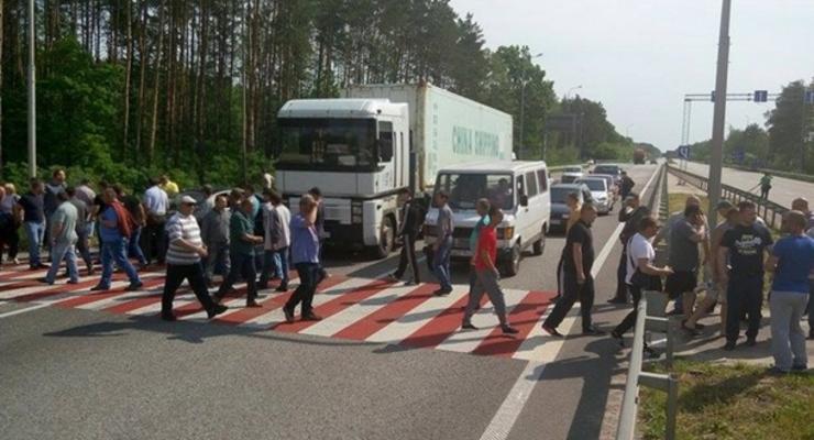 На Житомирщине бизнесмены перекрыли трассу Киев-Чоп