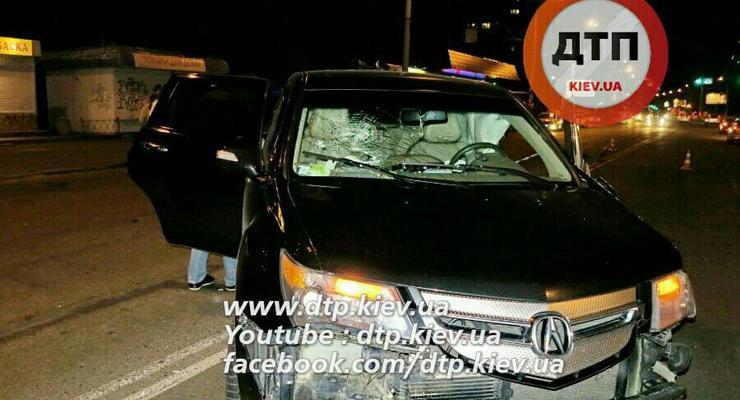 Ночью в Киеве столкнулись Audi и Acura, виновник аварии сбежал