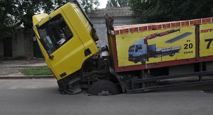 Грузовикам запретили ездить в жару по украинским дорогам