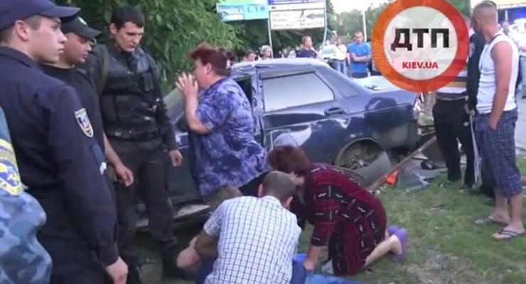 Шокирующая трагедия: Автомобиль сбил двух девочек под Киевом