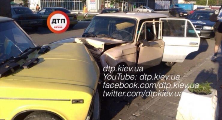 Под Киевом пьяный на ВАЗ протаранил Жигули