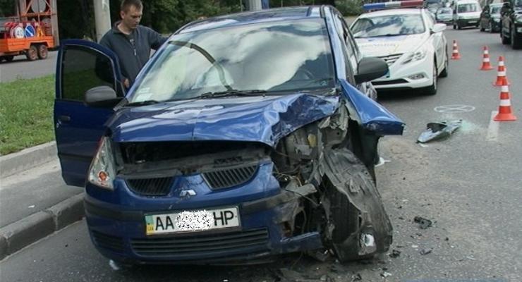 В Киеве столкнулись три автомобиля