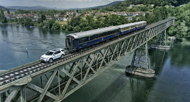 Land Rover Discovery Sport провез по рельсам 100-тонный поезд