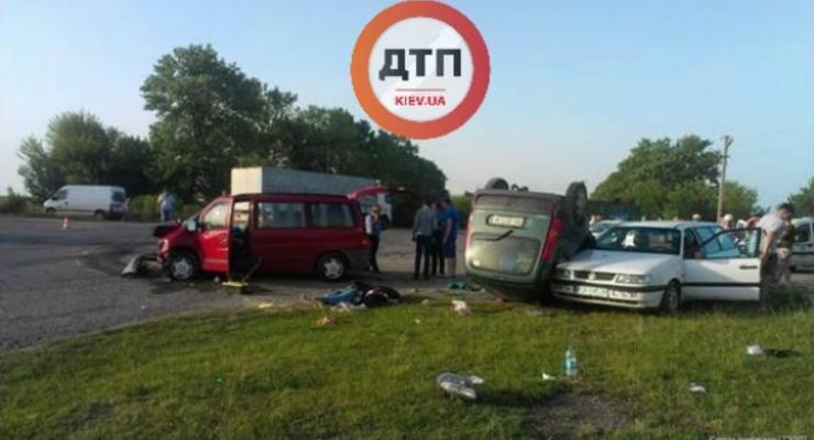 На Прикарпатье столкнулись Mercedes и Renault, есть жертвы