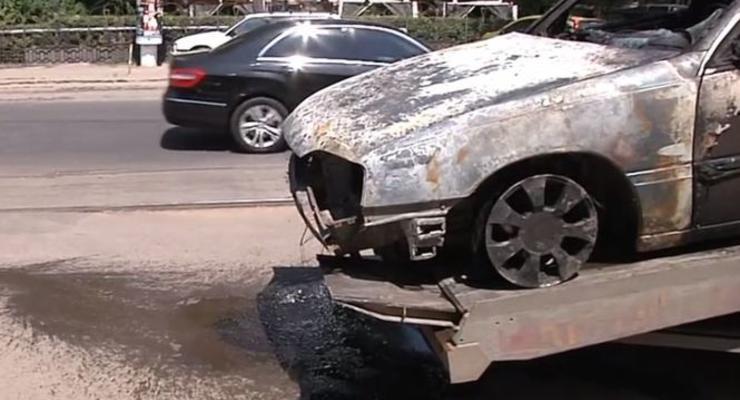 В Одессе горящий автомобиль врезался в остановку