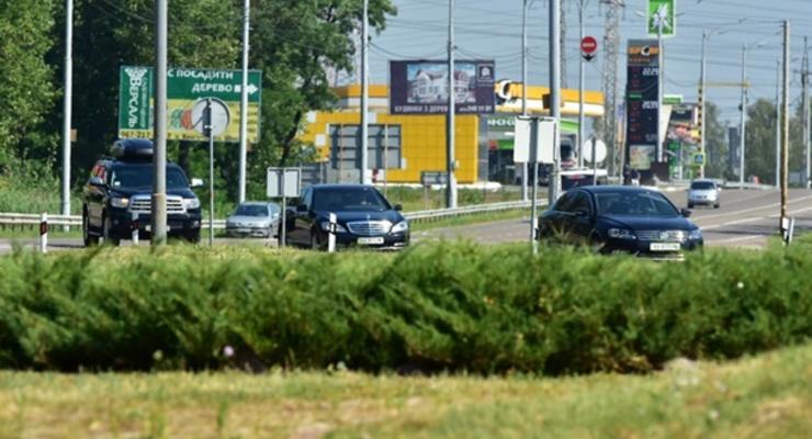 """Яценюка словили на """"зеленой волне"""" - для его кортежа отключают светофоры"""
