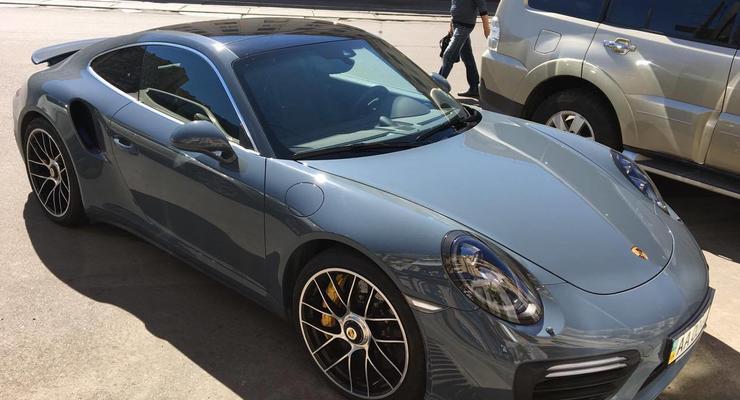 Porsche 911 необычного цвета заметили в столице