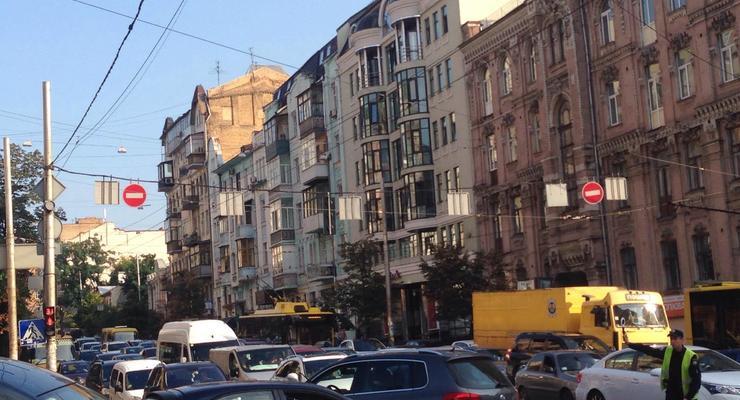 Киев встал в пробках: В центре идет подготовка к параду