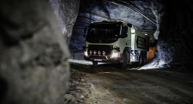 Топ-менеджер Volvo рискнул жизнью на тестах грузовика с автопилотом