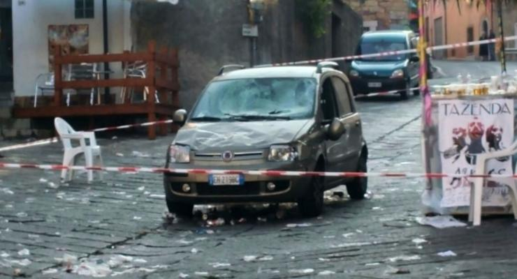 В Италии Fiat врезался в толпу, пострадали десятки людей
