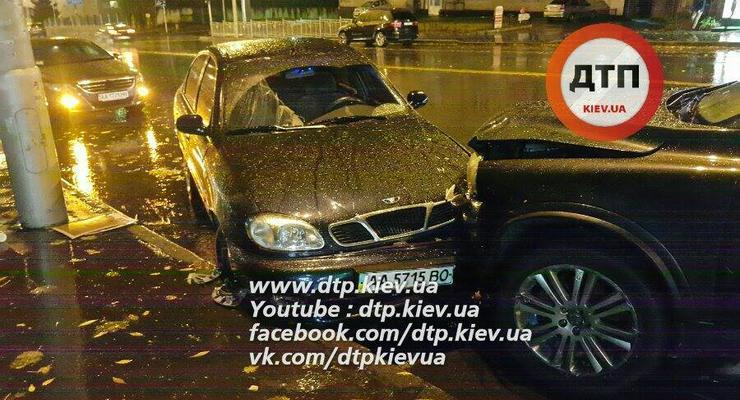 Масштабное ДТП в Киеве: водитель сбил двух пешеходов и разбил пять авто