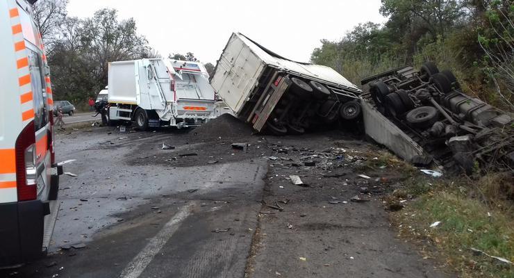 Смертельное ДТП на трассе Киев - Одесса: столкнулись два грузовика