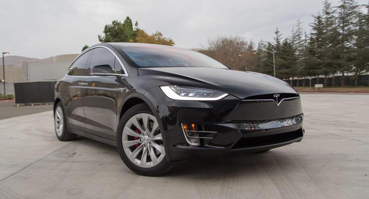 Tesla показала работу полноценного автопилота