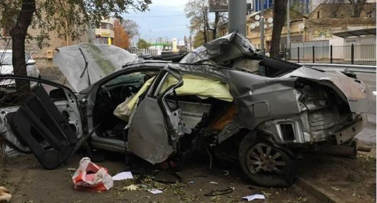 Смертельное ДТП в Одессе: Mitsubishi на скорости влетела в столб