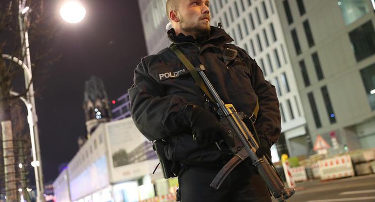 Полиция задержала водителя, который на грузовике врезался в толпу в Берлине