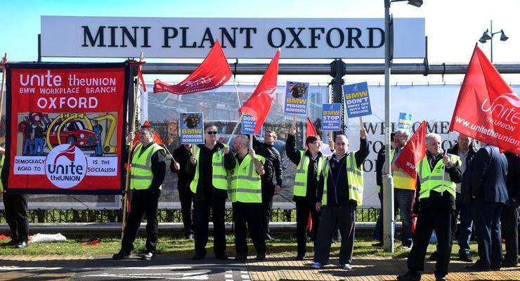 Все-таки решились: работники BMW устроили первую забастовку за 20 лет