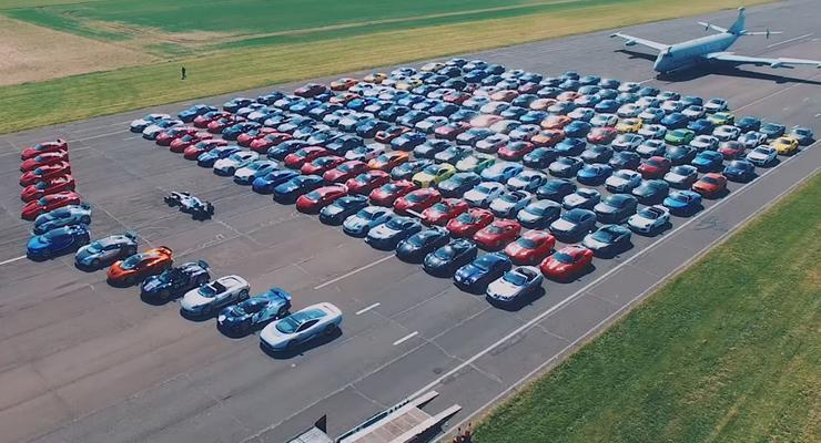 208 суперкаров собрались в одном месте
