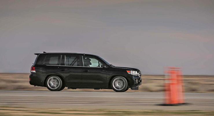 Toyota Land Cruiser стал самым быстрым внедорожником в мире