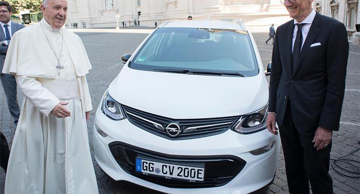 Папа Римский обзавелся новым автомобилем