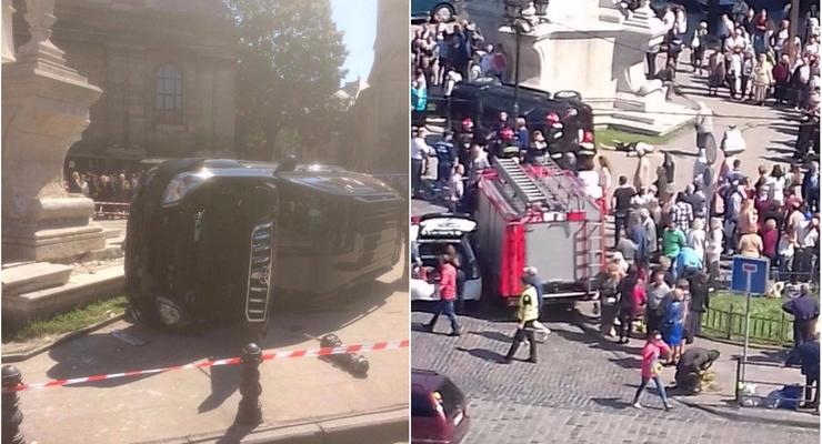 В центре Львова Land Cruiser въехал в толпу, погибла женщина