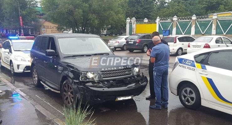 В Киеве пьяная девушка на Range Rover разбила три авто