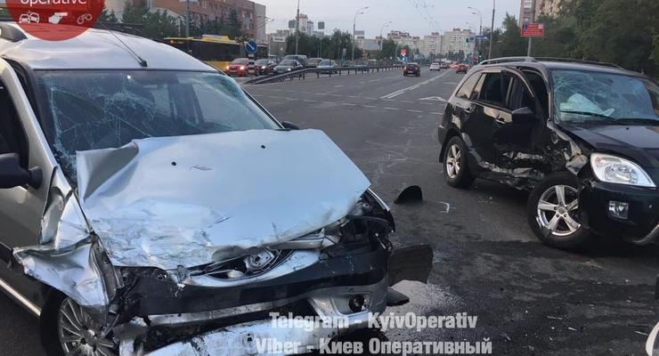 В Киеве произошло масштабное ДТП с пострадавшими