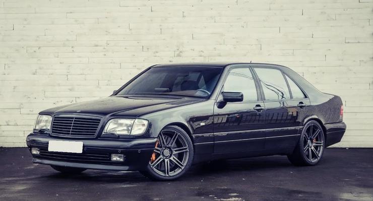 Легендарный Mercedes продают по цене суперкара