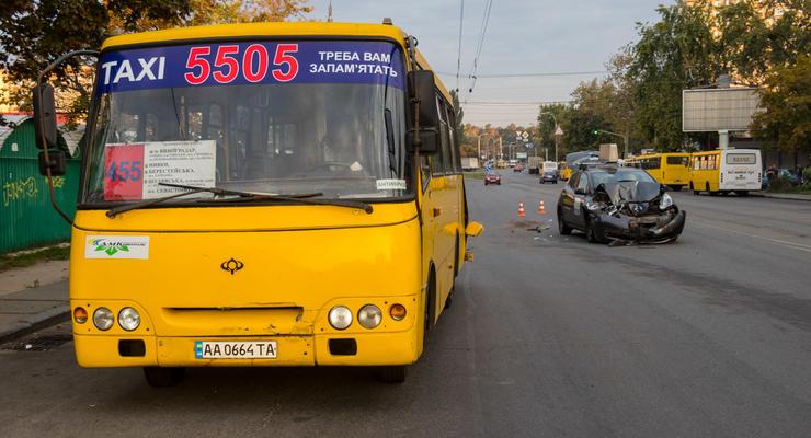 Столкновение двух такси в Киеве: Маршрутное против Uber