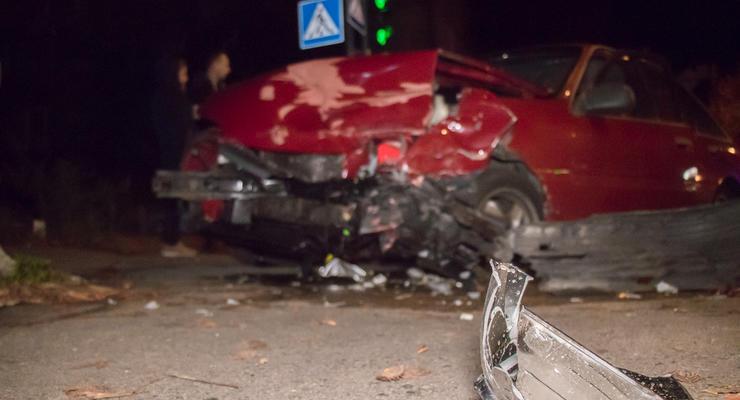 Опасный маневр: В Киеве девушка на Hyundai превратила в металлолом Opel
