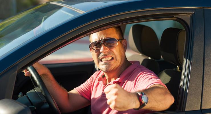 """Владельцы """"евроблях"""" рискуют потерять авто из-за новых правил парковки"""