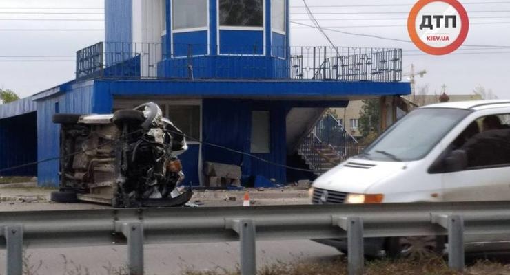 Жесткое ДТП в Киеве: Водитель заснул за рулем и врезался в пост полиции