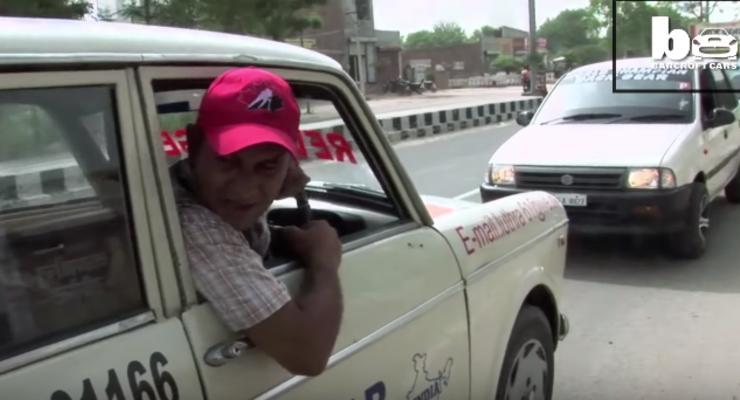 Житель Индии 11 лет ездил на своем авто задним ходом