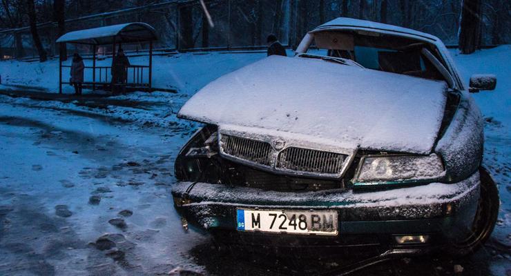 В Киеве Lancia протаранила на встречке Volkswagen : В салоне погибла собака