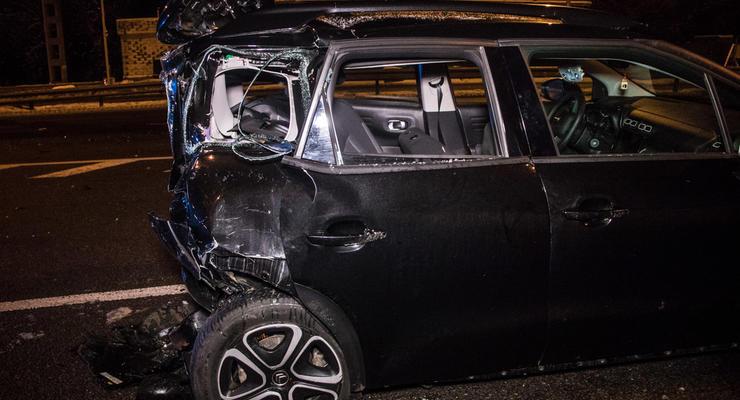 Под Киевом Mercedes Sprinter протаранил Citroen - легковушку отбросило на 30 метров