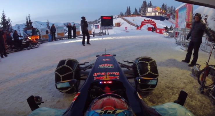 Пилот F1 показал мастер-класс езды на снегу за рулем болида