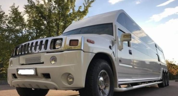 В Украине засняли уникальный 8-колесный Hummer H2 на 28 человек
