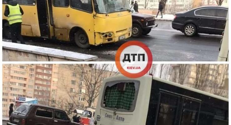На Харьковском шоссе в Киеве одна маршрутка протаранила другую